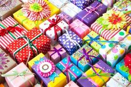 Gift-Wrap-&-Swing-Tags-shutterstock_668318857